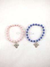 Náramok: perleťový s krížikom, na gumičke (F8453)