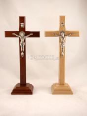 Kríž: drevený, na postavenie s Benediktínskou medailou (Z22) - 22 cm