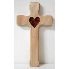 Kríž: drevený, tenší s jantárovým srdcom