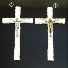 Kríž: alabastrový, s kovovým korpusom