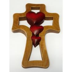 Kríž: drevený - 3 srdcia