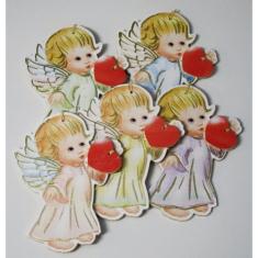 Anjel drevený so srdcom