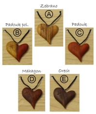 Prívesok: drevené srdce