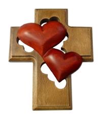 Kríž: drevený, 2 srdcia - bordové (LK009)
