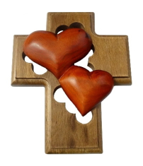 Kríž: drevený, 2 srdcia - mahagón (LK008)