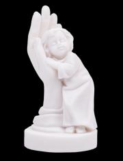 Chlapec v dlani - alabaster (930)