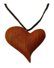 Prívesok: drevené srdce - Padouk