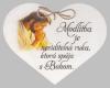 Drevené srdce: Modlitba je neviditeľná ruka...